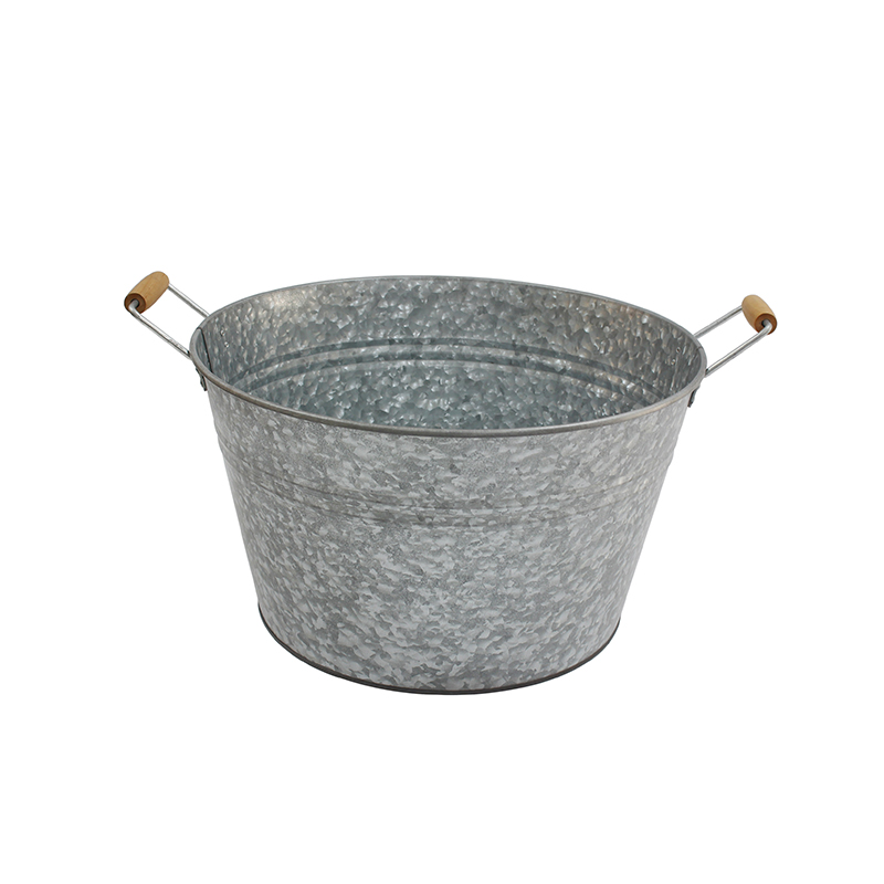 Galvanized metal drink tub